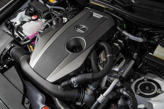 최대 출력(245마력)을 내는 2.0L 터보 엔진. ⓒ렉서스