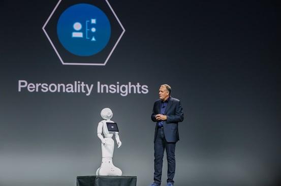 마이크 로딘 왓슨 그룹 부사장과 대화를 나누고 있는 인공지능