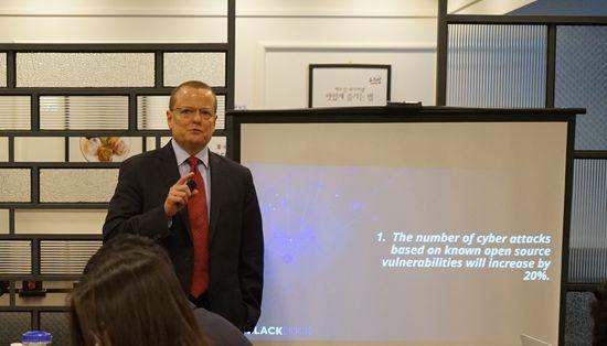 4일 마이크 피튼쳐 블랙덕소프트웨어 부사장이 오픈소스 보안 위협에 대해 설명하고 있다.ⓒ블랙덕소프트웨어