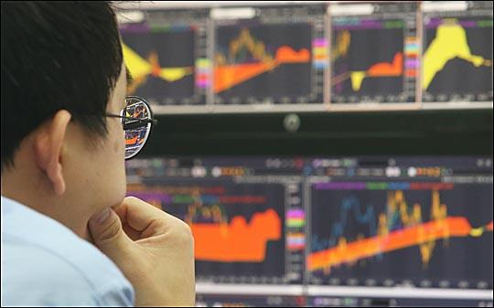 16일 금융투자협회에 따르면 지난 12일 유가증권시장(코스피)·코스닥 신용거래융자 잔고는 7조3478억원으로 올해 들어 최고치를 기록했다.   ⓒEBN