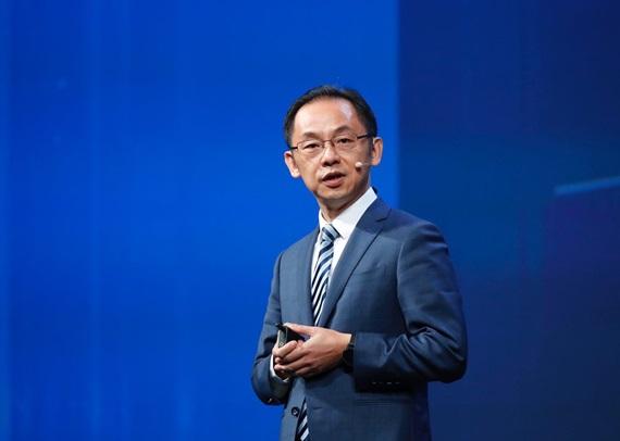 라이언 딩 화웨이 캐리어 비즈니스 사업부 상무 겸 사장이 포럼에서 키노트 발표를 진행하고 있다. ⓒ화웨이