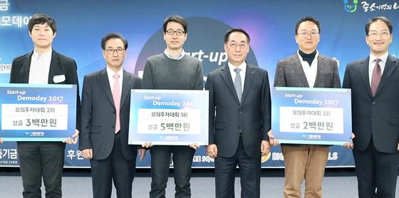 (왼쪽부터)빈준길 뉴로핏(주) 대표이사, 이동춘 한국성장금융 대표이사, 임찬양 노을(주) 공동대표, 황록 신용보증기금 이사장, 박민영 더화이트커뮤니케이션(주) 대표이사, 이수희 센트럴투자파트너스 대표가 8일 서울창업허브 컨벤션홀에서 개최된