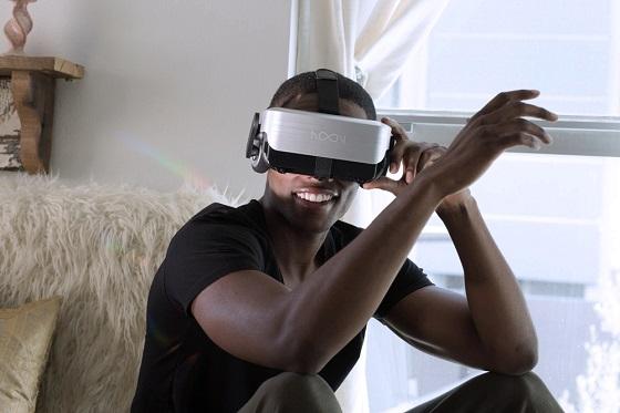 NOON VR PRO를 체험하고 있는 모습[사진=에프엑스기어]
