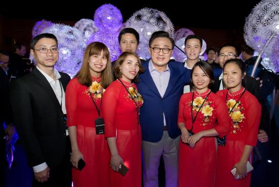 삼성전자 베트남 생산법인 직원 8명이 스페인 바르셀로나에서 2월 25일(현지시간) 열린