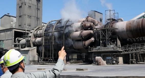 시멘트 생산에 분주한 쌍용양회 동해공장