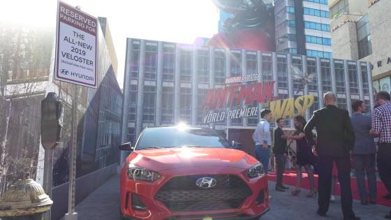 지난 26일(현지시각) 미국 로스앤젤레스에서 열린 '앤트맨과 와스프 월드 프리미어 레드카펫 행사'에서 현대차가 선보인 '벨로스터'.ⓒ현대차