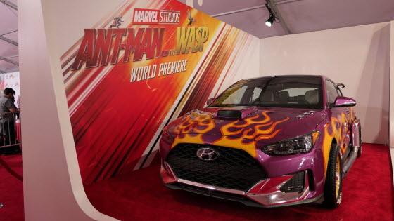 지난 26일(현지시각) 미국 로스앤젤레스에서 열린 '앤트맨과 와스프 월드 프리미어 레드카펫 행사'에서 현대차가 선보인 '벨로스터 앤트맨카'.ⓒ현대차