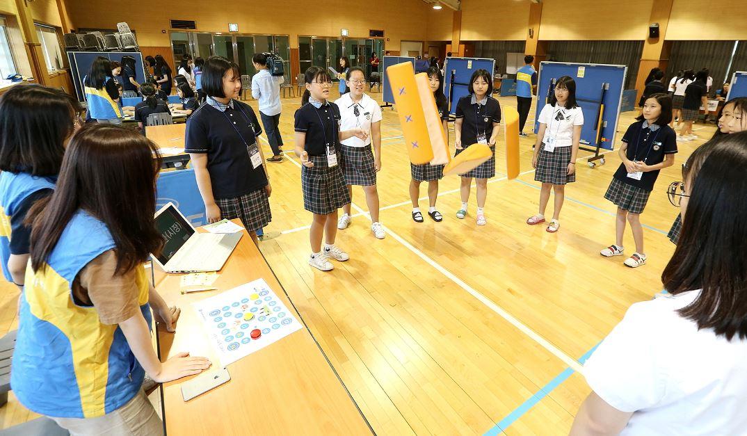 DGB금융그룹은 경북 경주 선덕여자중학교에서 2차