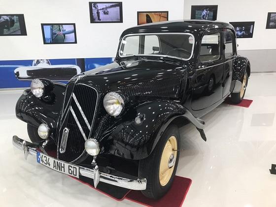 최초의 양산형 전륜구동 모델인 시트로엥