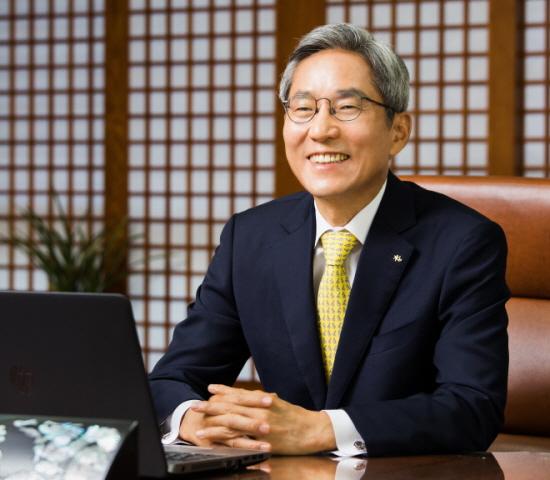 """윤종규 KB금융지주 회장이 """"앞으로 추구해야 할 최우선 핵심가치는"""