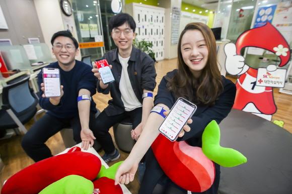 SK텔레콤과 대한적십자사는 헌혈 앱 개발을 위한 업무협약을 체결했다고 29일 밝혔다. 이 앱은 헌혈시 발생하는 혈액분석 결과를 활용해, 헌혈자의 건강을 체계적으로 관리할 수 있다.ⓒSK텔레콤