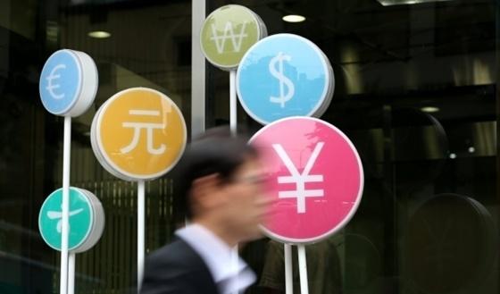 최근 이례적인 원·달러 환율 급등세에 금융시장이 당혹감을 감추지 못하고 있다.ⓒ연합