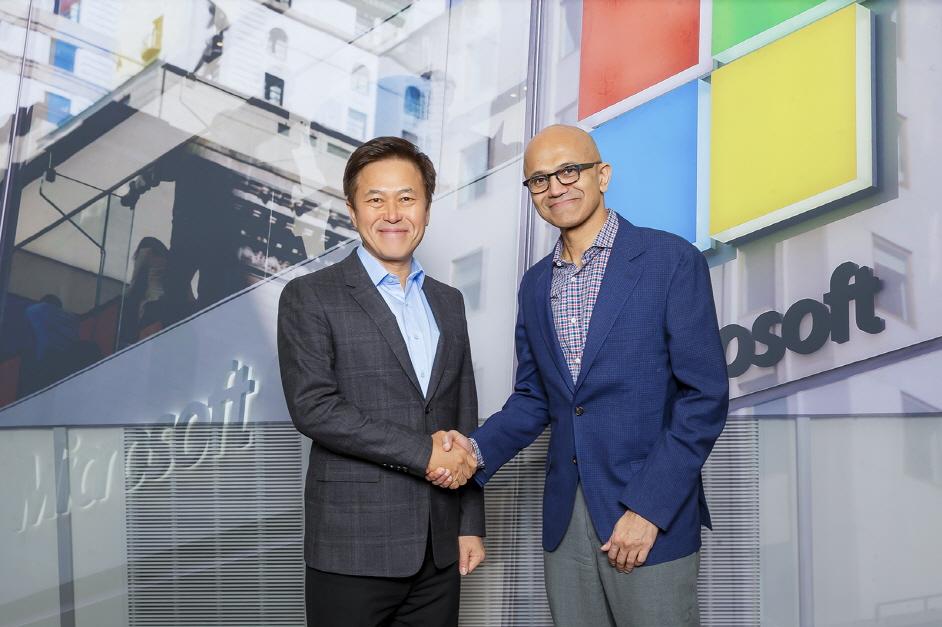 왼쪽부터 박정호 SK텔레콤 사장과 사티아 나델라(Satya Nadella) 마이크로소프트 CEO.ⓒMS