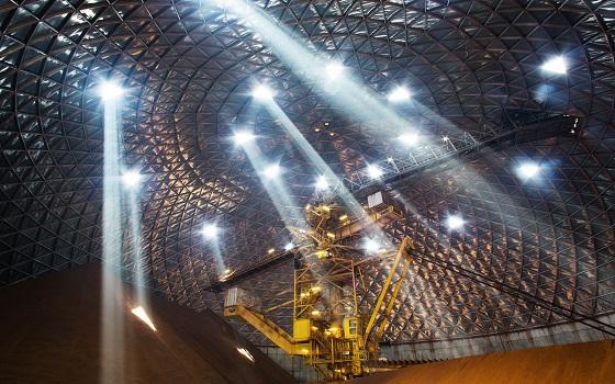 호주와 브라질 등 타국에서 수입한 철광석과 펠릿을 저장하는 현대제철의 밀폐형 원료 저장고.ⓒ현대제철