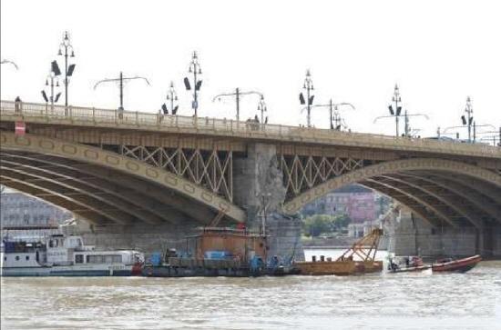 헝가리 부다페스트의 다뉴브강에서 추돌사고로 가라앉은