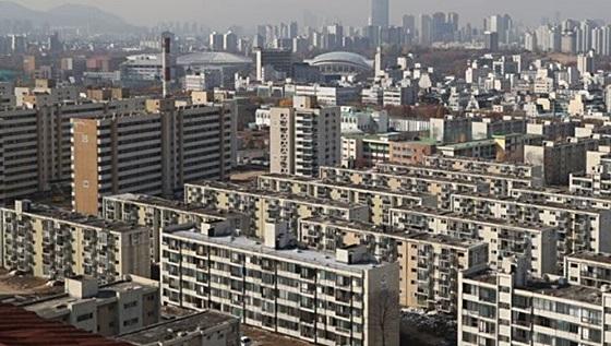 재건축 앞둔 둔촌주공아파트 전경.