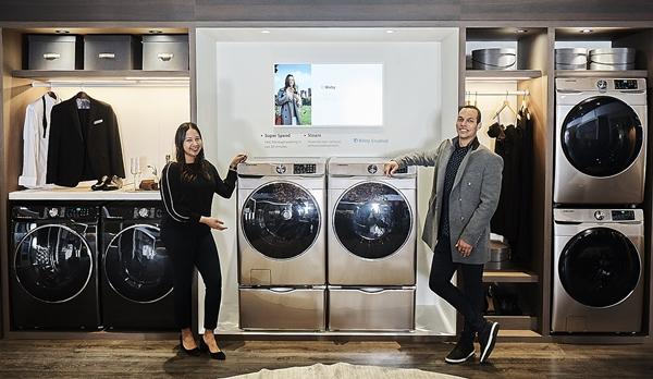 지난 2월 미국 라스베이거스에서 열린 북미 최대 주방·욕실 전시회 KBIS2019에서 삼성전자 모델이 드럼세탁기 신제품을 소개하고 있다. ⓒ삼성전자