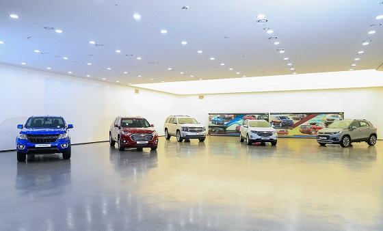 부평공장 디자인센터에 전시된 쉐보레 SUV 라인업. 왼쪽부터 콜로라도, 트래버스, 타호, 이쿼녹스, 트랙스 ⓒ한국지엠