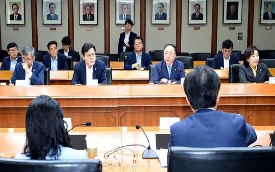 홍남기 기획재정부 장관이 지난 12일 서울 여의도 한국수출입은행에서 열린