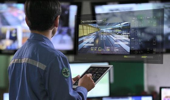 포스코 직원이 스마트 팩토리 기술로 수집·분석한 정보를 활용해 조업 중인 모습.ⓒ포스코
