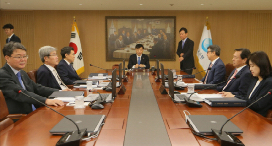한국은행이 연내 기준금리를 추가 인하한다는 데는 이견이 나오지 않는다. 이제 시장의 관심사는