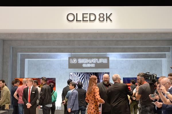 LG전자가 현지시간 6일부터 11일까지 독일 베를린에서 열리는 IFA 2019 전시회에서 LG전자의 인공지능 기술과 차별화된 시장선도 제품들이 변화시키는 생활공간을 선보인다. 관람객들이
