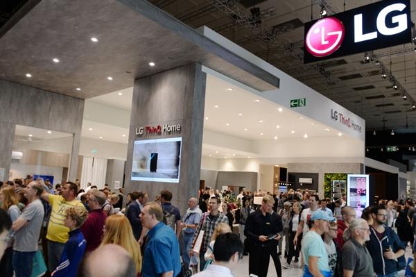 LG전자가 현지시간 6일부터 11일까지 독일 베를린에서 열리는 IFA 2019 전시회에서 LG전자의 인공지능 기술과 차별화된 시장선도 제품들이 변화시키는 생활공간을 선보인다. 관람객들이 인공지능 가전으로 새로운 가치를 담은 주거공간