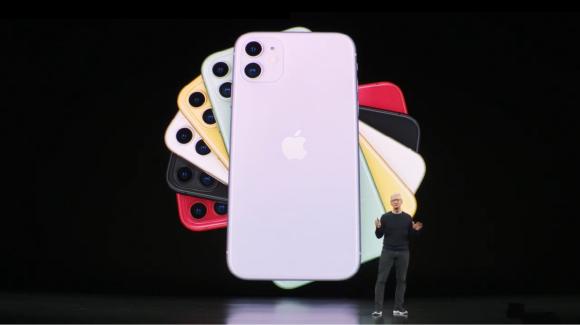 팀 쿡 애플 CEO(최고경영자)가 10일(현지시간) 미국 캘리포니아주 쿠퍼티노 애플 본사 스티브 잡스 극장에서 최신형 스마트폰 아이폰 11 시리즈를 공개했다.ⓒ유튜브캡처
