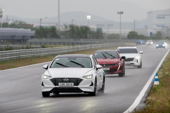 2020 올해의차 전반기 심사 중 BMW 드라이빙센터 트랙 시승ⓒ한국자동차기자협회