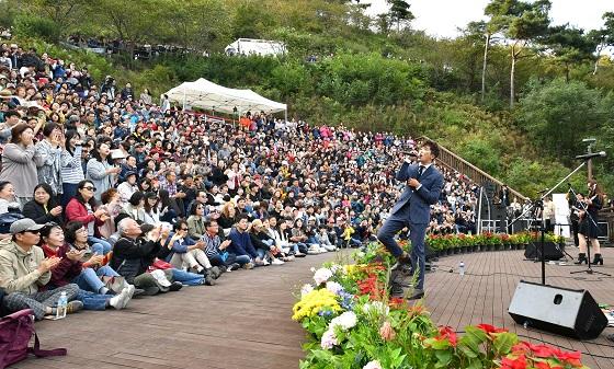 지난 주말 현대모비스가 조성한 친환경 생태숲인 미르숲 내 야외 음악당에서 관람객 1000여명이 참석한 가운데