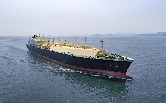대우조선해양이 건조한 액화천연가스(LNG)운반선이 바다를 항해하고 있다.ⓒ대우조선해양