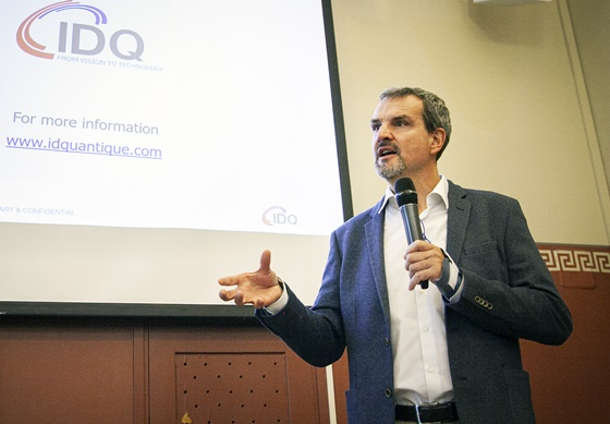 그레고아 리보디(Gregoire Ribordy) IDQ CEO가 17일(핀란드 현지기준) 핀란드 헬싱키 파시토르니(Paasitorni) 회관에서 유럽, 미국 양자암호통신 사업 수주 성과에 대해 발표하고 있다. ⓒSKT