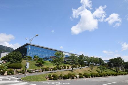 삼성SDI 울산사업장 내 전기차용과 ESS용 배터리를 생산하는 전지2동 전경.