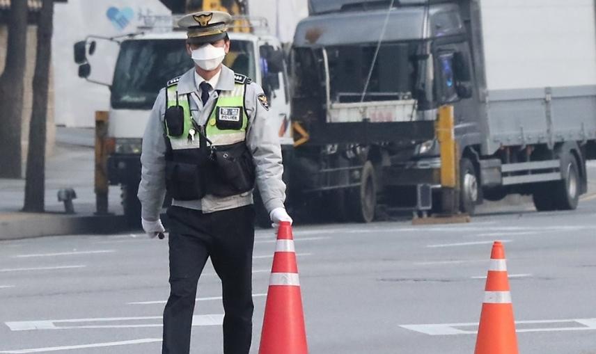 9일 서울 도심 곳곳에서 집회 개최가 예정된 가운데 경찰이 교통 통제를 준비하고 있다.ⓒ연합