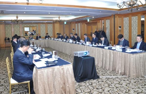 해외건설협회 이건기 회장(오른쪽 6번째)이