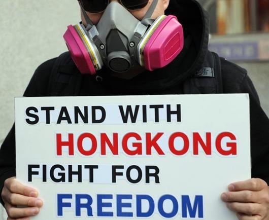 홍콩시민을 위한 연대 회원들이 지난 10월 27일 오후 마포구 홍대입구역에서 홍콩 민주화 촉구 집회를 하고 있다.ⓒ연합