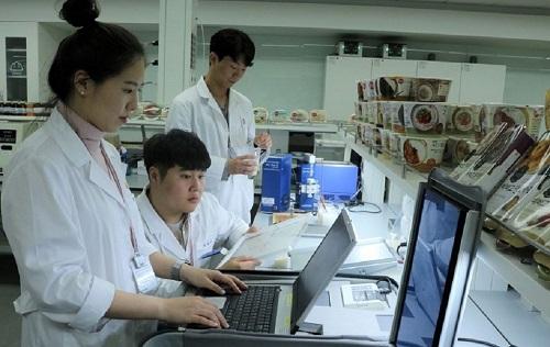 비비고 죽 R&D 쌀 품질 관리. ⓒCJ제일제당