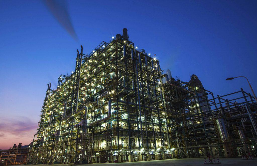 SK종합화학과 중국 시노펙(SINOPEC)이 합작해 만든 중한석화 설비.