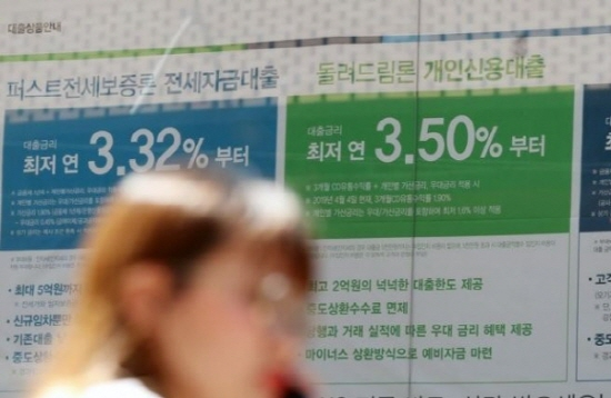 예금금리 인하 시점을 고심하던 시중은행들이 한국은행의 기준금리 인하가 한 달이 넘도록 눈치를 살피고 있다.ⓒ연합