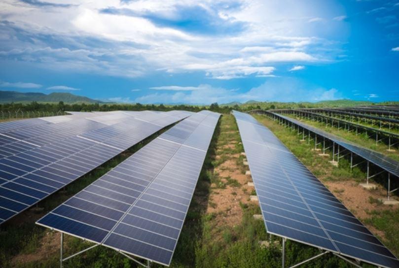 신재생에너지시장 활성화를 위해 전력판매시장 개방 목소리가 커지고 있다.