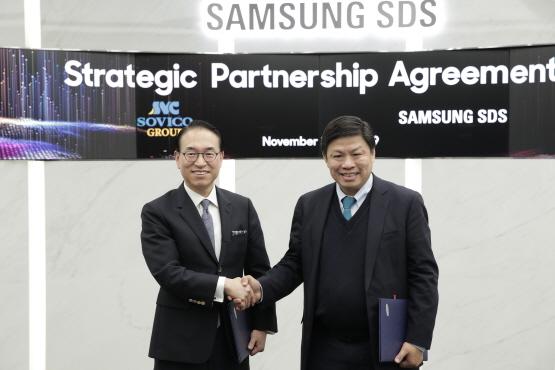 삼성SDS 홍원표 대표이사(사진 왼쪽)와 소비코 그룹 응웬 탄 훙(Nguyen Thanh Hung) 회장(사진 오른쪽)이 삼성SDS 잠실캠퍼스에서