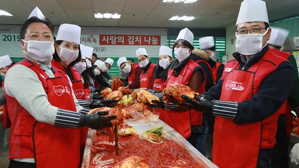 LG전자 임직원들이 봉사활동을 하고 있다. ⓒLG전자