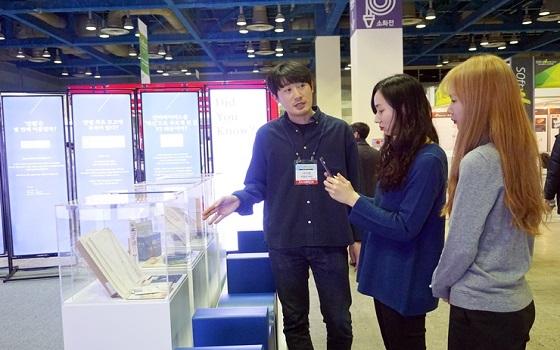 안랩은 지난 4일부터 6일까지 서울 코엑스에서 개최한 대한민국 소프트웨어대전 소프트웨이브 2019에서 안랩 팝업 뮤지엄 전시회를 성공적으로 개최했다.ⓒ안랩