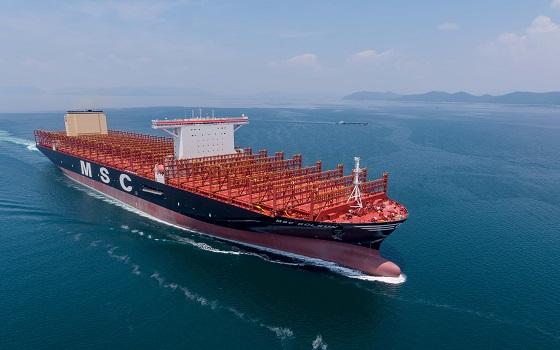 삼성중공업이 스위스 해운선사인 MSC로부터 지난 2017년 9월 수주해 건조한 2만3000TEU급 컨테이너선 MSC 굴슨호가 바다를 항해하고 있다.ⓒ삼성중공업