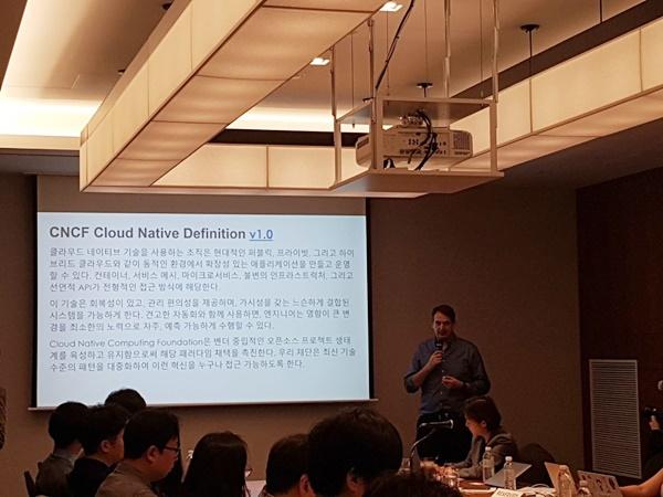 댄 콘(Dan Kohn) CNCF(클라우드 네이티브 컴퓨팅 파운데이션) 총괄 대표가 9일 서울 용산 드래곤시티호텔에서 열린