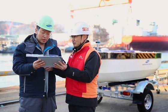 SK텔레콤과 삼성중공업은 거제조선소 인근 해역에서 5G 기반의 원격관제가 가능한 모형선박의 시험 운항에 성공했다고 10일 밝혔다. ⓒSKT