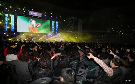 포스코가 연말에 준비한 기업시민 포스코 문화콘서트가 지난 10일 시민들의 뜨거운 환호와 열기 속에 막을 내렸다.ⓒ포스코