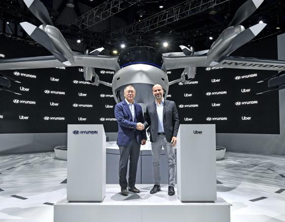 현대자동차그룹 정의선 수석부회장과 우버의 다라 코스로샤히(Dara Khosrowshahi) CEO는 7일(현지시각) 개막한