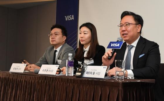 (오른쪽부터)패트릭 윤 Visa Korea 사장, 이주연 Visa Korea 부사장, 유창우 Visa Korea 상무가 13일 오전, 서울 중구에 위치한 더 플라자 호텔에서 진행된 2020 신년 기자간담회에서 질의응답 시간을 갖고 있다.ⓒ비자코리아