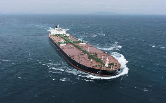 대우조선해양이 건조한 30만톤급 초대형 원유운반선(VLCC)가 바다를 항해하고 있다.ⓒ대우조선해양